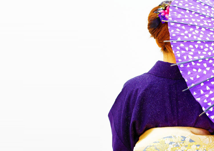 和傘の女性