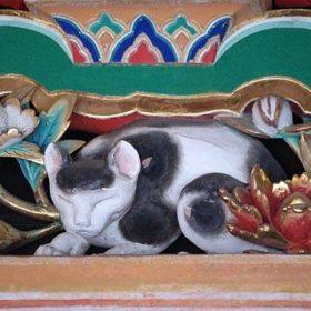 日光東照宮の「眠り猫」に秘められた意味とは?